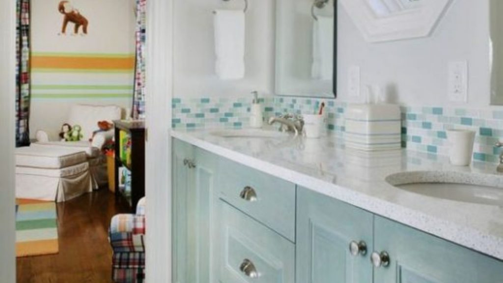 A Jack and Jill Bathroom Design Layout for Your St. Louis Home