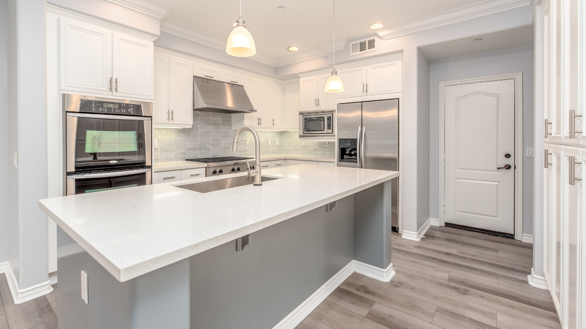 pros and cons of cabinet refacing vs kitchen remodeling